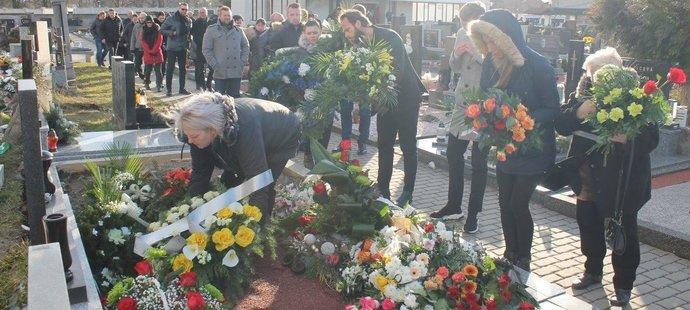 Zástupy smutečních hostů se přišlo naposledy poklonit vynikajícímu fotbalistovi a skvělému chlapovi Miloslavu Pennerovi