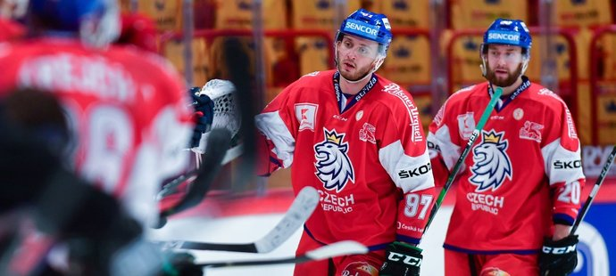 Radim a Hynek Zohornovi se radují z branky bratra Tomáše, který vstřelil gól na 2:1