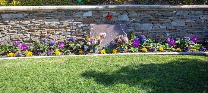 Takhle vypadá místo posledního odpočinku Kobeho Bryanta a jeho dcery Gigi v Pacific View Memorial Parku
