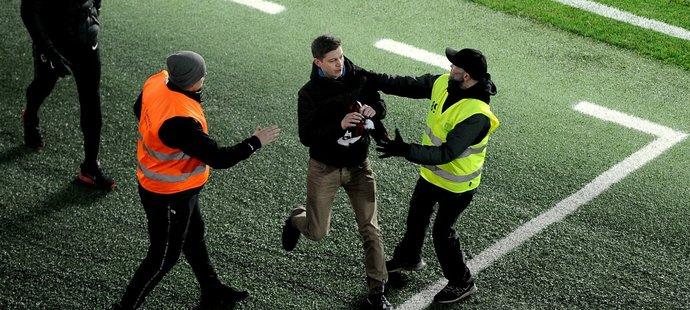 Naštvaný fanoušek si šel vyříkat situaci s trenérem Jílkem