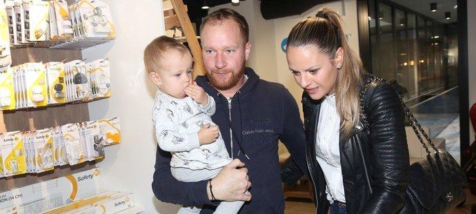 Lukáš Dlouhý se svou partnerkou i dcerou