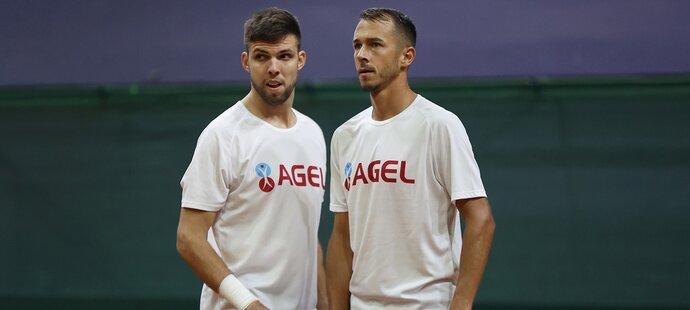 Čeští tenisté Jiří Veselý a Lukáš Rosol na tréninku před Davis Cupem proti Slovensku