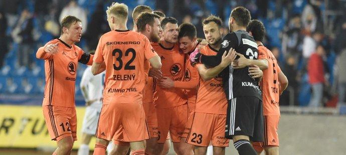 Fotbalisté Mladé Boleslavi oslavují vítězství nad ostravským Baníkem