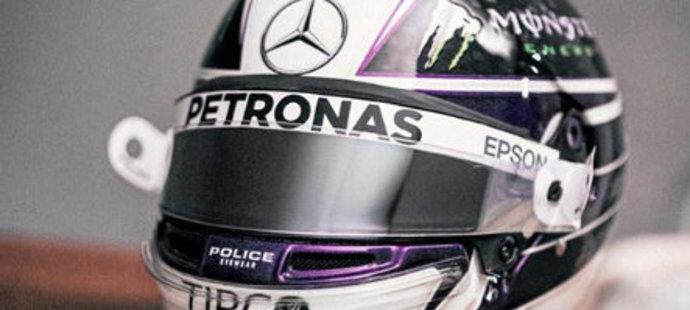 Začněme u suveréna posledních sezon. Lewis Hamilton, majitel celkově šesti titulů mistra světa, nezvolil nijak extravagantní design a převládá elegance.