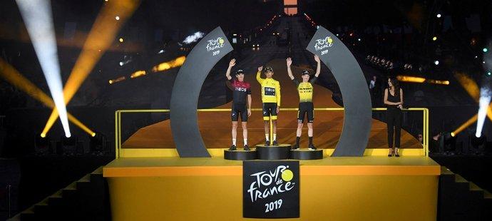 Vítězné pódium pro šampiony Tour de France v roce 2019