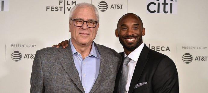Phil Jackson (vlevo) a Kobe Bryant (vpravo) vytvořili vítěznou dvojku