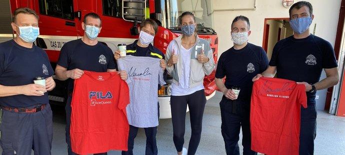 Karolína Plíšková udělala hasičům radost!