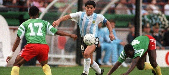 Ani Diego Maradona se proti Kamerunu neprosadil