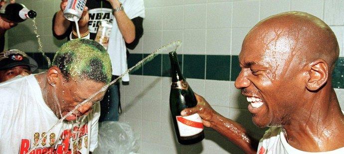 Dennis Rodman a Michael Jordan měli mnoho důvodů k bouřlivým oslavám