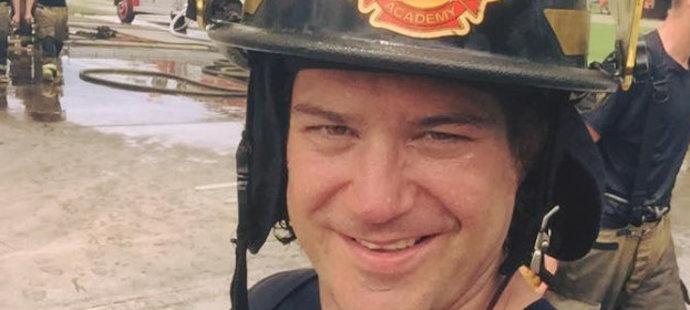 Ryan Hollweg jako hasič