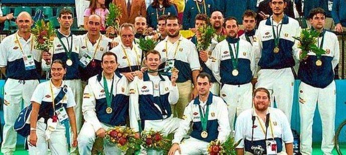 Zlatí basketbalisté Španělska z paralympiády v Sydney 2000. Většina z nich mentální retardaci jen předstírala.