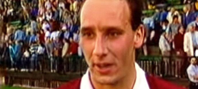 1995. Polovina devadesátých let, mladík Koller právě rozhodl zápas v Ďolíčku proti Bohemians a je čas na legendární větu. Honzo, Honzo, pojďte k nám!