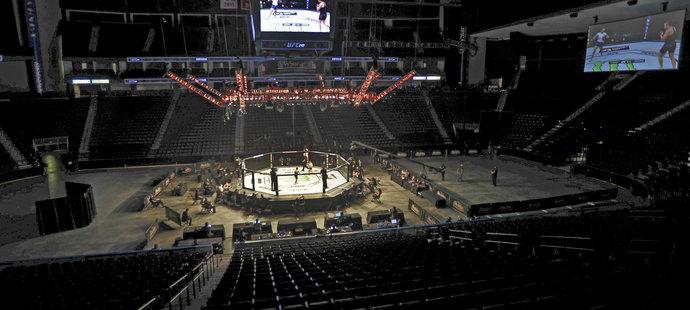 Prázdná aréna v Jacksonville při UFC 249