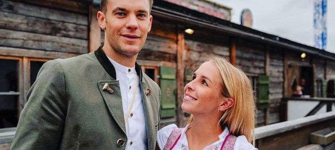 Cesta Manuela Neuera se šarmantní mnželkou Ninou je zřejmě u konce