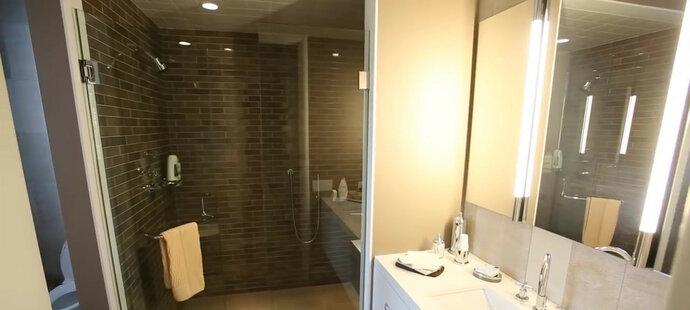 Jedna z hned 19 koupelen Jordanovy vily