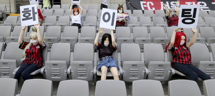 V Koreji fandily fotbalu sexuální figuríny