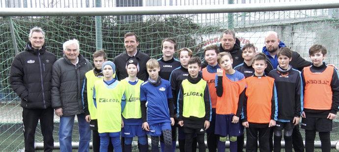 Vladimír Šmicer se jel podívat na fotbalové talenty v Děčíně, kde působil v mládeži