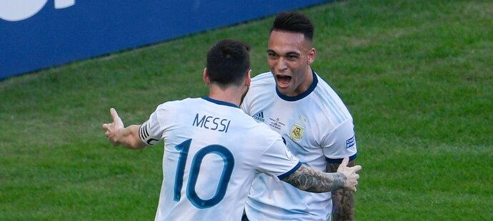 Argentinské ofenzivní duo Lionel Messi, Lautaro Martínez by se mohly setkat i v klubových barvách Barcelony