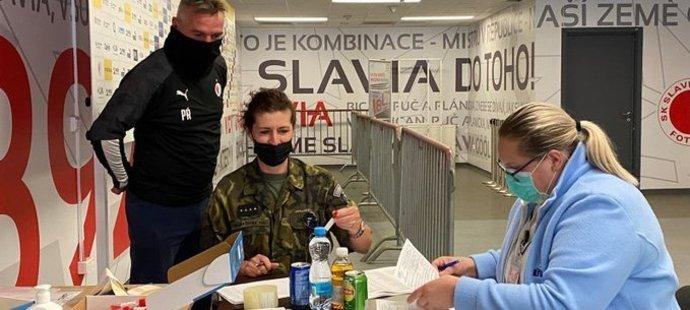 Slavia podstoupila další testy na COVID-19 a předseda Jaroslav Tvrdík věří, že se tým ještě v pátek večer vrátí k tréninku