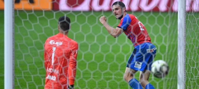 Vítězství nad Zlínem pečetil gólem na 3:0 obránce Milan Havel