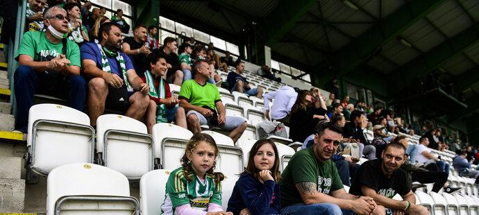 Fanoušci Bohemians na tribuně při výhře nad Jabloncem