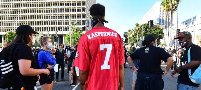 Dres Colina Kaepernicka se stal symbolem