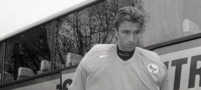 1999. Brankář Milan Hnilička na srazu reprezentace před mistrovstvím světa. Na šampionátu v Norsku pak národnímu týmu pomohl k titulu.