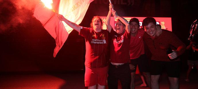 Fanoušci Liverpoolu slaví zisk mistrovského titulu