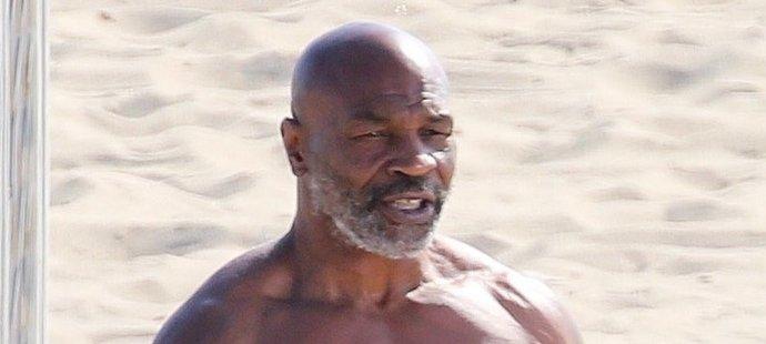 Mike Tyson se může pochlubit parádní figurou.