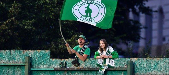 Fanoušci Bohemians sledovali zápas s Mladou Boleslaví zpoza plotu