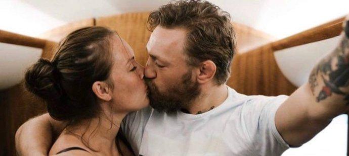 Bouřlivák Conor McGregor se svou milovanou chotí