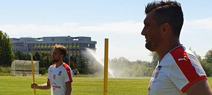 Martin Fenin (vpředu) a Martin Hašek ml. na kempu pro hráče bez angažmá