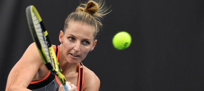 Plíšková je v Praze ve čtvrtfinále, Siniaková vypadla s kanárem