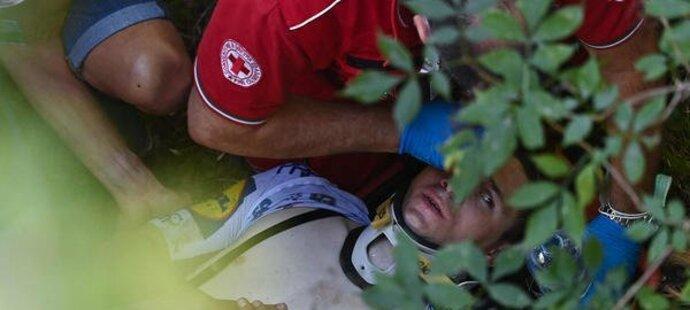 Belgický cyklistický talent Remco Evenepoel v závěru závodu Kolem Lombardie spadl z mostu.