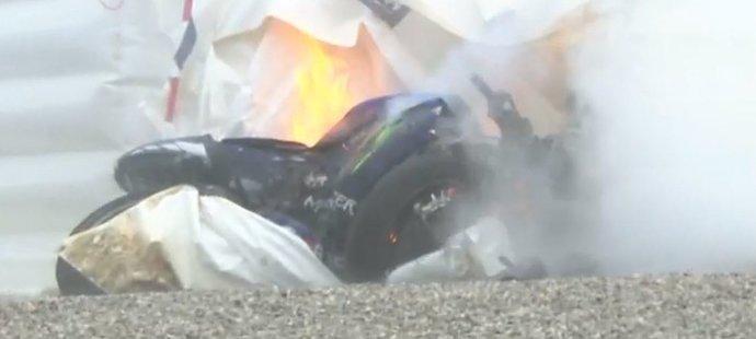 Motorka Mavericka Viňalese v plamenech