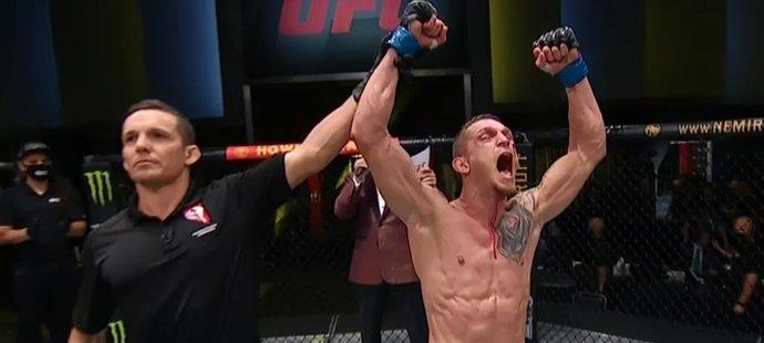 Dvořák podruhé triumfoval v UFC! Soupeře přemohl precizním výkonem