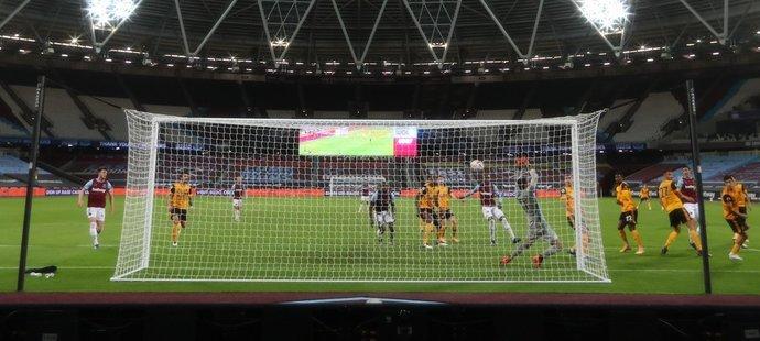 Tento gól nakonec nebyl Tomáši Součkovi přiznán, West Ham se dostal do vedení 3:0