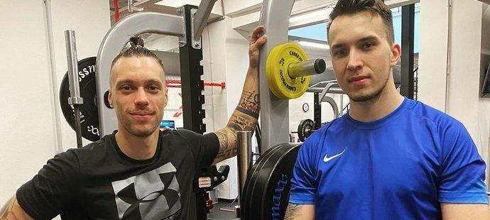 Sparťan The Johny o sobě říká, že má pozitivní vztah ke sportu. Hraje fotbal a několikrát do týdne chodí do posilovny s bývalým útočníkem Sparty Václavem Kadlecem.