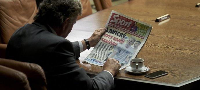 Funkcionář s berbrovskou přezdívkou Taťka čte ve filmu Vyšehrad o Juliovi Lavickém
