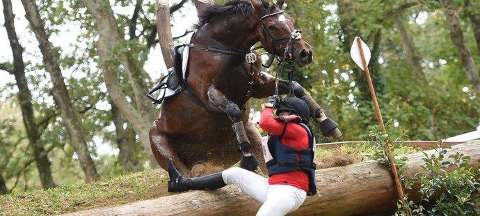 Tady šlo o život. Kůň elitní českou jezdkyni málem zašlapal do země