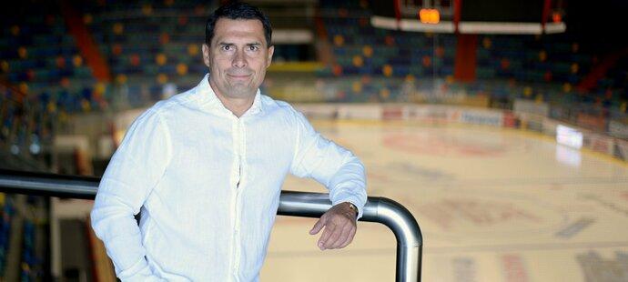 Generální manažer Mountfieldu HK Aleš Kmoníček doufá, že i po skandálu ministra zdravotnictví Romana Prymuly dopadne dobře restart hokeje