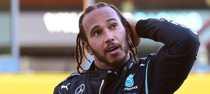 Lewis Hamilton je sportovní superstar a je si toho moc dobře vědom.