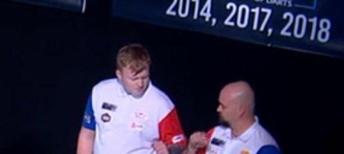 Čeští šipkaři Karel Sedláček a Adam Gawlas podlehli v prvním kole World Cup of Darts páté nasazené Belgii těsně 4:5 a na turnaji končí