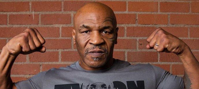 Boxerské legendě Miku Tysonovi je 54 let a je opět v perfektní kondici.