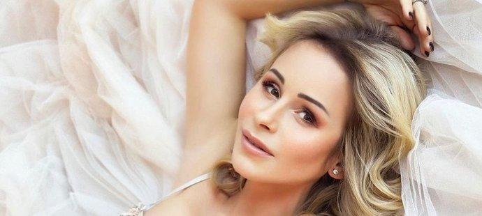 Manželka gólmana Alexandra Saláka Míša se stane popáté maminkou