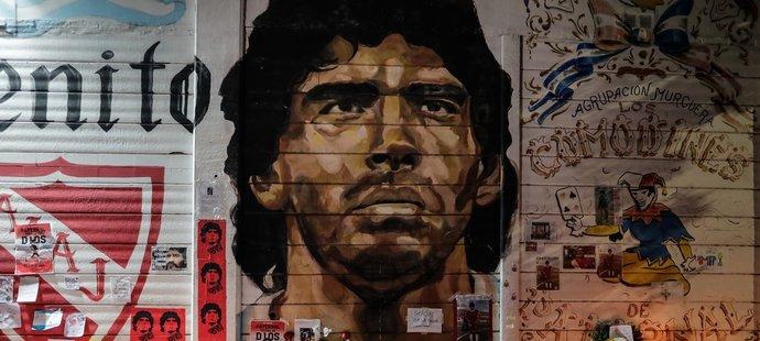 Ze zdi stadionu Argentinos Juniors, v jejichž dresu Maradona zahájil profesionální kariéru, se stal improvizovaný oltář...