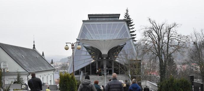 Pohřeb Michala Šafaříka (+43) se konal v úzkém rodinném kruhu ve vsetínské obřadní síni.