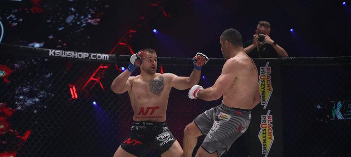 Patrik Kincl knockoutoval Poláka Tomasze Drwala na turnaji KSW 57 v prvním kole.
