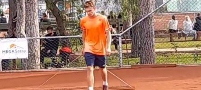 Po prvním profesionálním turnajovém triumfu po sobě musel Tobias Kodat, mladší bratr bývalé tenistky Nicole Vaidišové, řádně uklidit antukový kurt