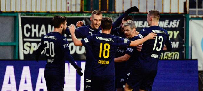 Fotbalisté Slovácka se radují ze vstřelené branky do sítě Bohemians
